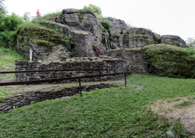 Pozorstatky hradu Sitno.