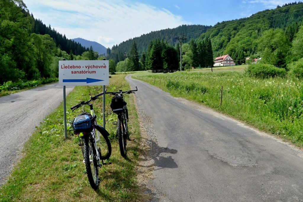 Ľubochnianska dolina je pre bicykel stvorená.
