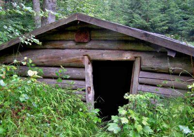 Partizánsky bunker vo Valčianskej doline.